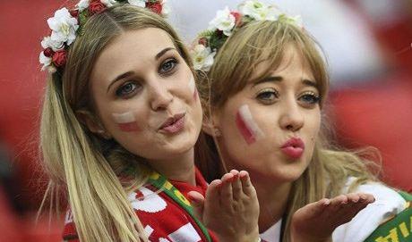 الفيفا يطالب بالتوقف عن بث صور المشجعات الحسناوات خلال مباريات المونديال