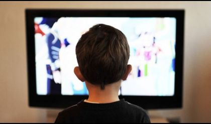 التلفزيون في غرف الأطفال يعرضهم لخطر البدانة