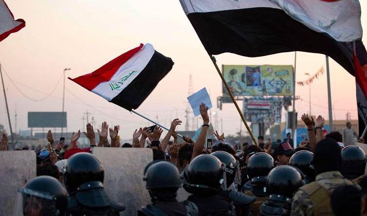 استمرار الاحتجاجات بالبصرة والقوات الأمنية تفرق المتظاهرين وتعتقل عدداً منهم