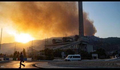 إخماد حريق بمحطة طاقة تركية وسط استمرار حرائق الغابات