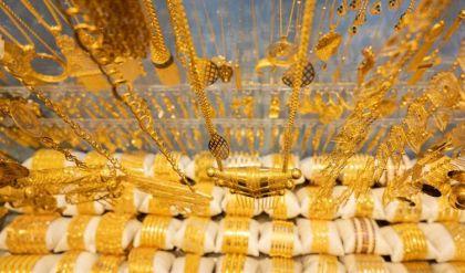 أسعار صرف الدولار والذهب في أسواق العراق وإقليم كوردستان