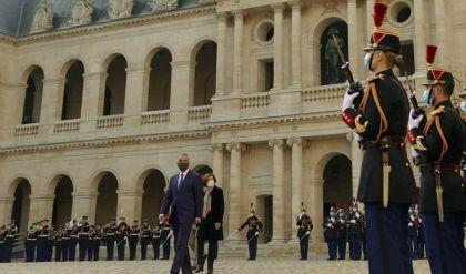 بمراسم استقبال رسمية.. الكاظمي يستهل اجتماعاته في باريس بلقاء نظيره الفرنسي ووزيرة الدفاع