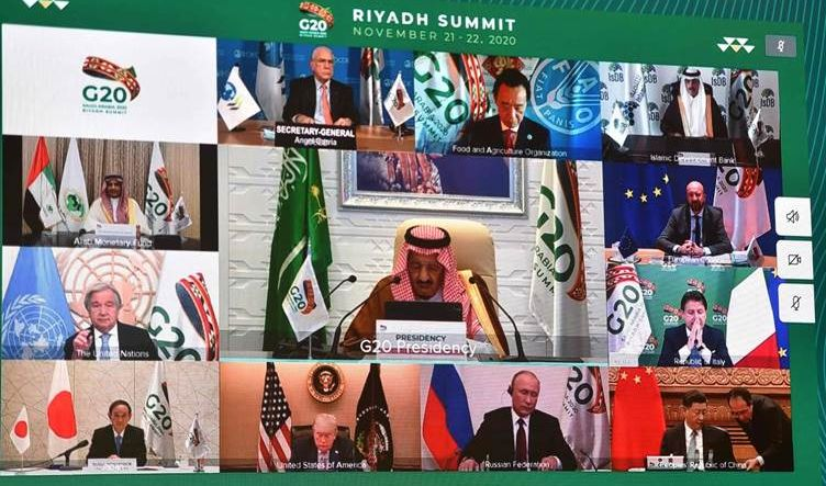 العاهل السعودي مفتتحاً