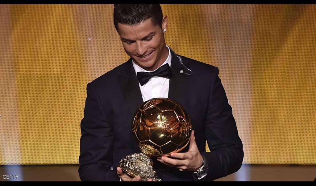 رونالدو تبرع بكرته الذهبية