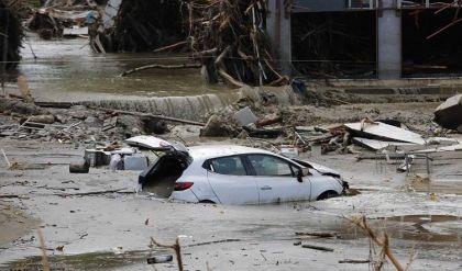 فيضانات وانهيارات أرضية تودي بحياة 15 شخصاً على الأقل في فنزويلا
