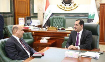وزير الصناعة يعلن افتتاح خطوط جديدة لانتاج قنابر الهاون والطائرات المسيرة