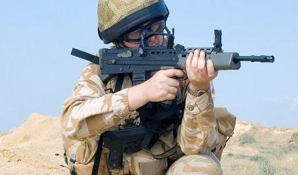 بريطانيا تعترف بارسال جنود قاصرين إلى العراق وافغانستان