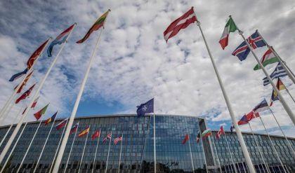 وزراء دفاع الناتو يعتزمون توسيع نطاق مهمة التدريب التي يقوم بها الحلف بالعراق
