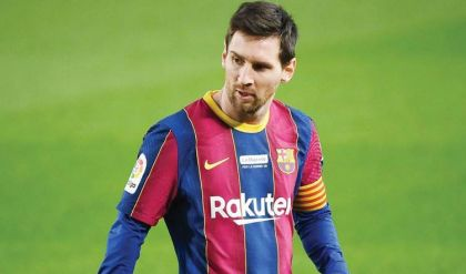 لاعب أرجنتيني يلمّح لاتصالات بين ميسي وسان جيرمان