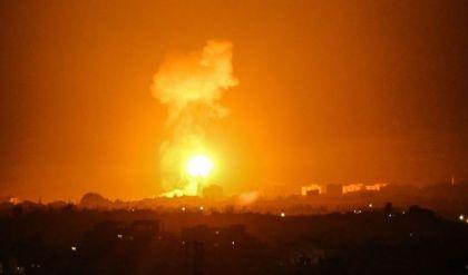 إسرائيل تقصف أهدافاً في قطاع غزة بعد إطلاق بالونات حارقة