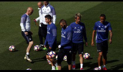 الفوز على برشلونة لا يعني تتويج ريال مدريد يقول زيدان
