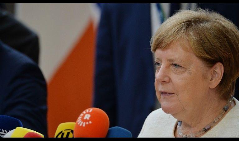 ميركل: يجب التوصل إلى حل سياسي لأزمة إيران