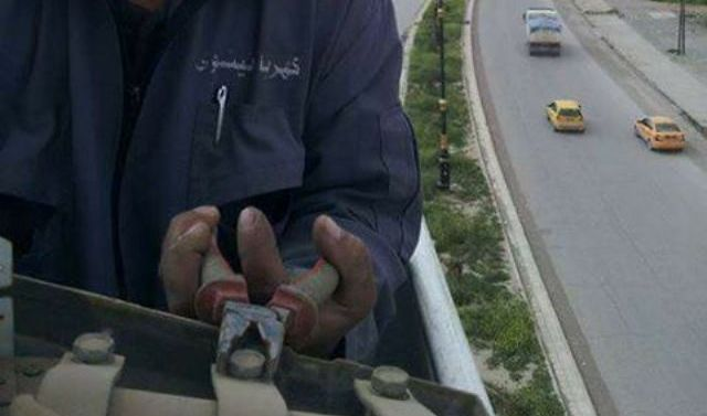 مصرع عامل كهرباء بصعقة وهو يحاول إعادة التيار لأيسر الموصل