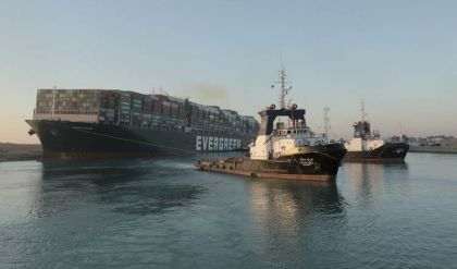 السيسي يتعهد بشراء المعدات اللازمة لمواجهة الأزمات الطارئة في قناة السويس