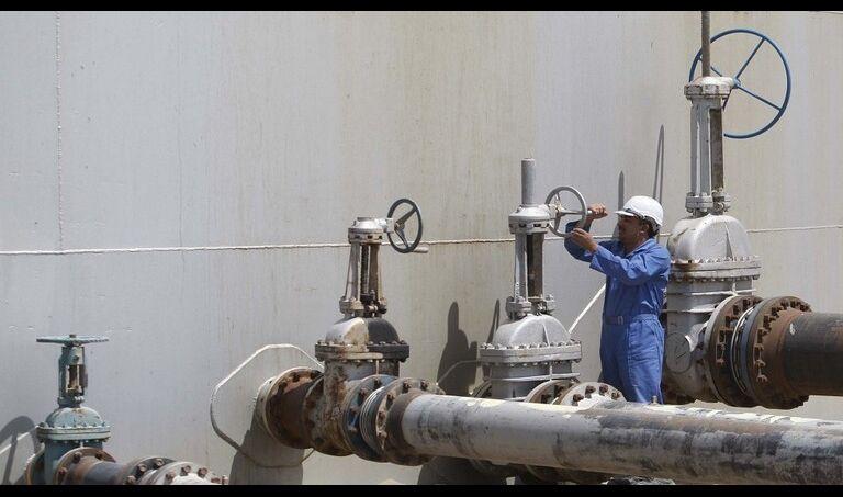النفط تعلن استئناف العمل في حقل الناصرية النفطي بعد توقفه