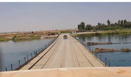 تأجيل العمل على اصلاح جسر النصر العائم الرابط بين جانبي الموصل بسبب ارتفاع منسوب مياه دجلة