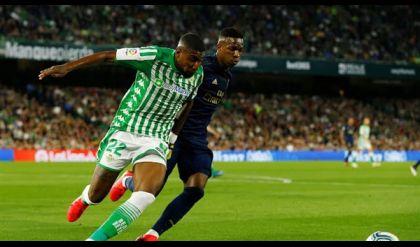 ريال بيتيس يصدم ريال مدريد ويُهدي صدارة الليغا لبرشلونة