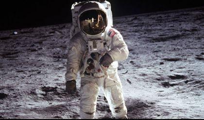 مزاد علني لبيع أولى العينات المأخوذة من سطح القمر