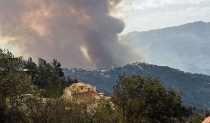 مصرع أكثر من 40 شخصاً في حرائق غابات تجتاح شمال الجزائر