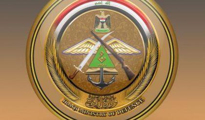 الدفاع تعلن اعتقال مطلوبين بتهمة الإرهاب والعثور على متفجرات وأسلحة بالموصل وسامراء