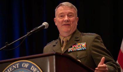 قائد القوات الأميركية بالشرق الأوسط: مستعدون للدفاع عن حلفائنا والرد على أي هجوم إيراني