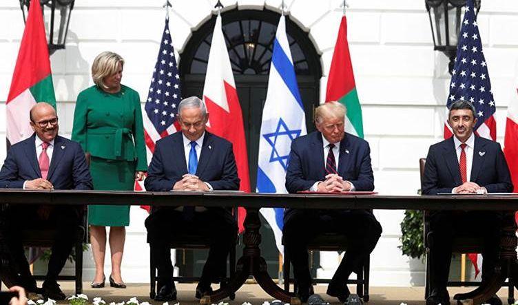 ترمب يدعو الإمارات لتشجيع دول الشرق الأوسط على التطبيع مع إسرائيل