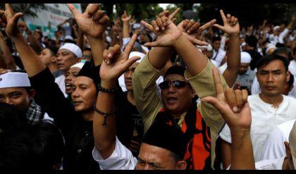 نحو 70 قتيلا بينهم 15 شرطيا خلال الانتخابات في إندونيسيا