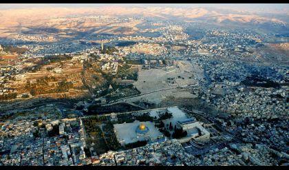 تحيا القدس، يدشن بوصلة لا تشير إلى القدس