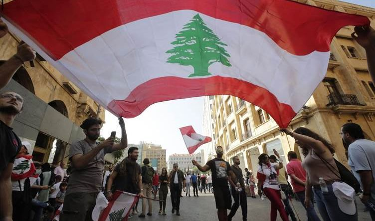 لبنان تنهي 2020 بكساد اقتصادي متفاقم ومأزق سياسي مستمر