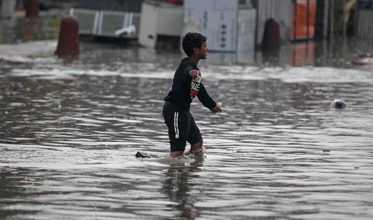 بغداد.. مسؤول في البلدية يعزو غرق مدينة الصدر إلى