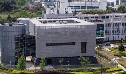 بعثة منظمة الصحة العالمية تزور معهد علوم الفيروسات في ووهان الصينية