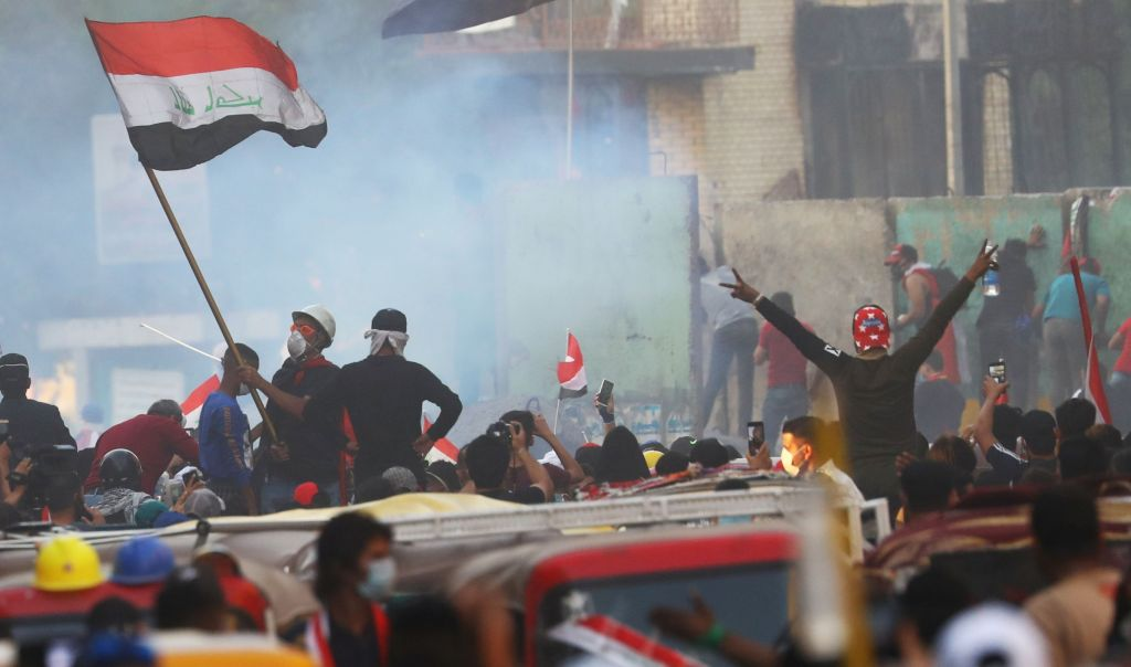 مقتل متظاهر وإصابة العشرات باشتباكات مع القوات الامنية وسط بغداد