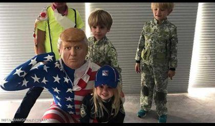 نجل ترامب يرتدي قناع والده في الهالوين