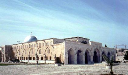 حرمان 15 ألف مقدسي من الإقامة جريمة حرب