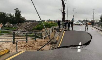 الأمطار تتسبب بإنهيار معبر جسر العتيق بأيسر الموصل