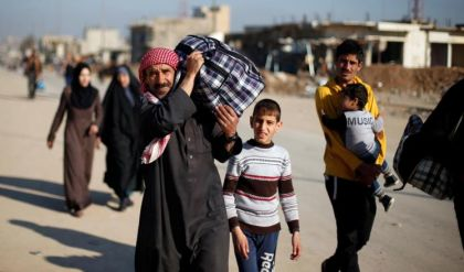 أكثر من 230 الف نازح من الموصل ولجنة برلمانية تستغيث