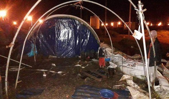 غرق جزء من الخيم في مخيم الخازر شرقي الموصل نتيجة الامطار