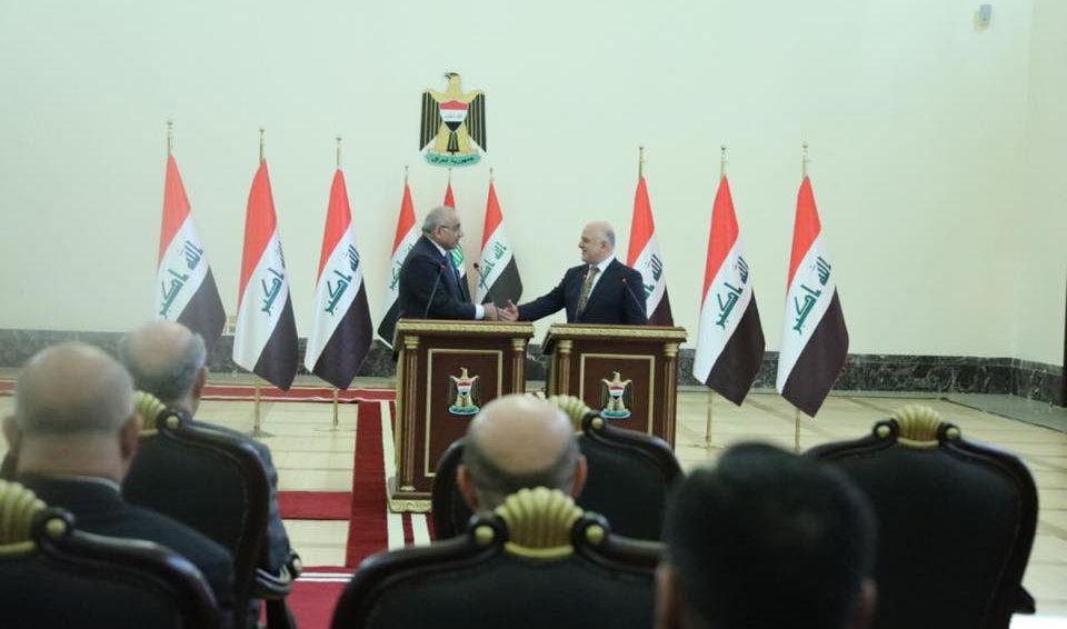رئيس مجلس الوزراء عادل عبد المهدي يتسلم الحقائب الوزارية من رئيس المجلس السابق حيدر العبادي