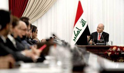 الرئيس العراقي يضع