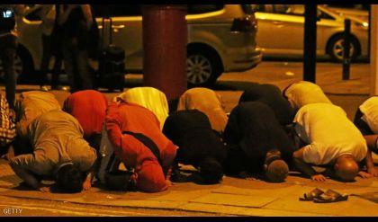 المسلمون واصلوا الصلاة بعد