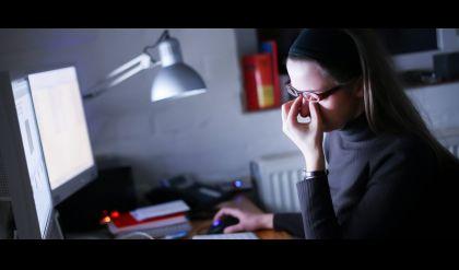 دراسة حديثة.. أعراض خطيرة تصيب العينين بسبب الهواتف الذكية والحاسوب