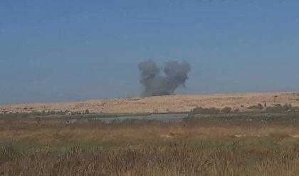 الطيران العراقي يدمر عجلة محملة بعناصر داعش في الجانب السوري قرب القائم