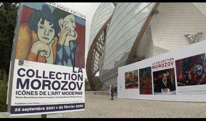 الرئيس الفرنسي يفتتح معرضا لروائع الفن التشكيلي الفرنسي والروسي في باريس