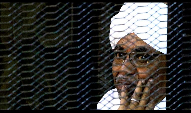 الحكم بمصادرة أموال البشير والتحفظ عليه لمدة عامين في مؤسسة اصلاحية