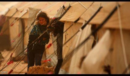 عشرات القتلى والمصابين بهجوم لداعش على مخيم لاجئين