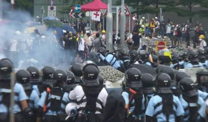 واشنطن تفرض عقوبات على 14 مسؤولاً صينياً على خلفية القمع في هونغ كونغ