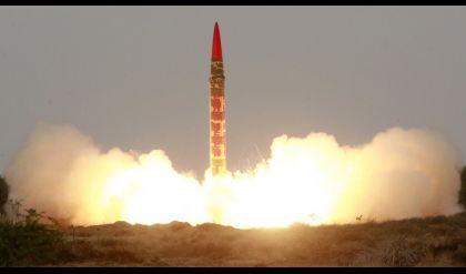 باكستان تعلن نجاحها في اختبار صاروخ باليستي قادر على حمل رأس نووي