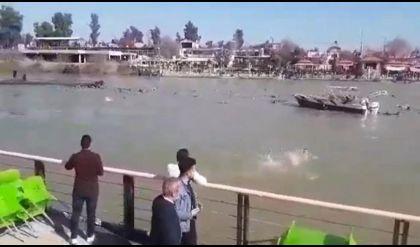 انتشال جثة طفل من ضحايا عبارة الموصل