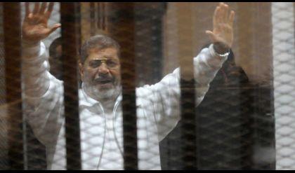 محمد مرسي أمام القضاء في قضية 'اقتحام السجون'