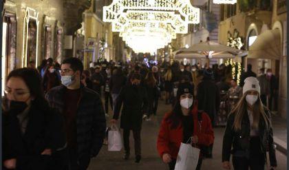 أعياد الميلاد تعيد الازدحام إلى شوارع روما